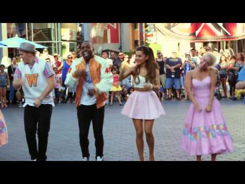 Ariana Grande At The Mall And His Brother Full HD