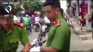 Xôn xao clip cảnh sát xử phạt xe cứu thương đang chờ bệnh nhân