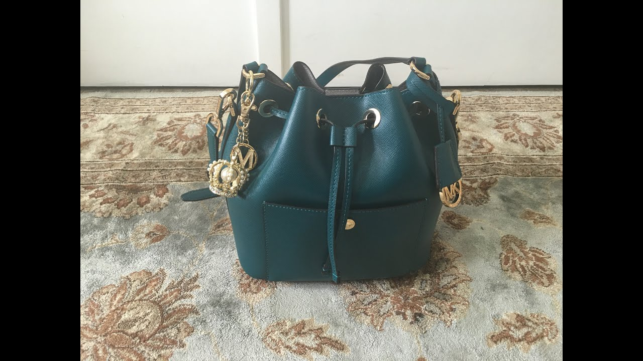ce8a29a4a95ae1 Michael Kors Greenwich Bucket Bag Review!! - YouTube