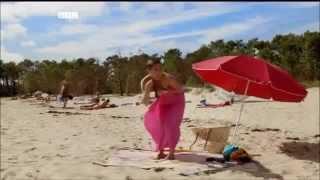 Dressing on the beach[U18++]