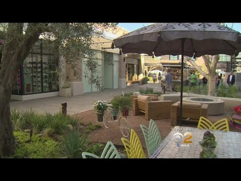 New Outdoor Shopping Center Opens In Woodland Hills