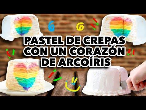 PASTEL DE CREPAS CON UN CORAZÓN DE ARCOÍRIS. EXPECTATIVA/REALIDAD