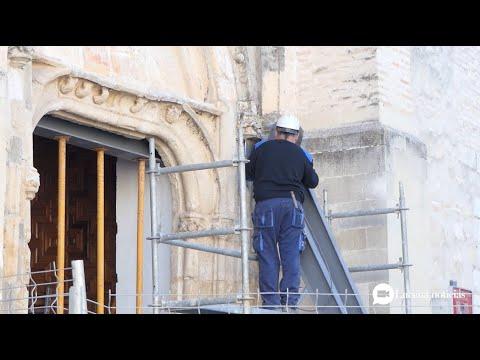 VÍDEO: Se inician los trabajos de restauración de la portada de la iglesia de Santiago Apóstol