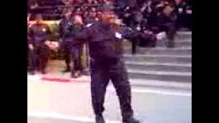 Algérie : policier dance kabyle!!!!!!!!!!!!!!!!!!!!??
