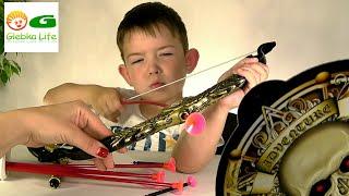 Игрушки для мальчиков. Стреляем из лука. Toys for boys. Archery.