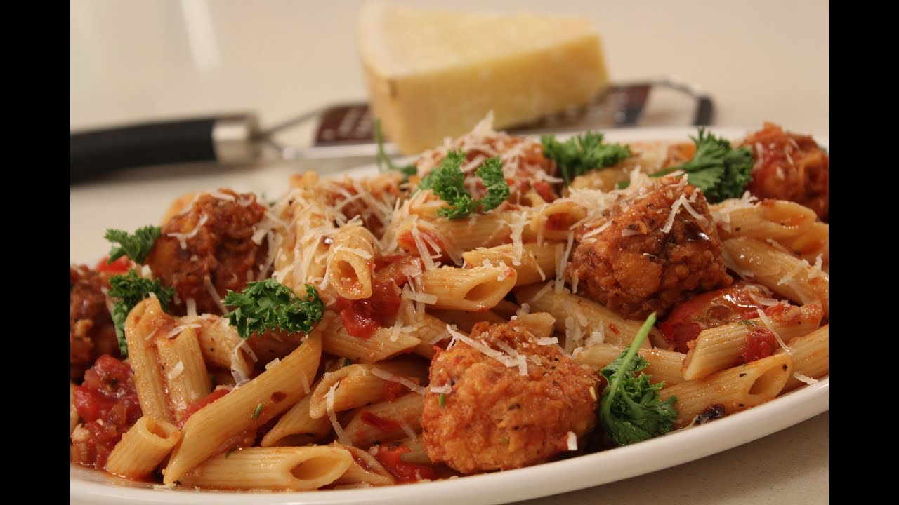 Penne With Spicy Paneer Balls In Tomato Tangy Sauce