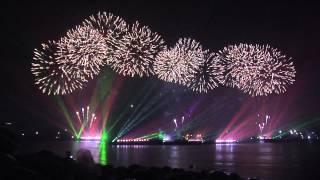 Салют на САММИТ _laser & firework show at APEC summit .(Короткий 4-х минутный отрывок салюта с элементами цветомузыкального лазерного шоу за 275 миллионов рублей,по..., 2012-09-08T18:34:37.000Z)