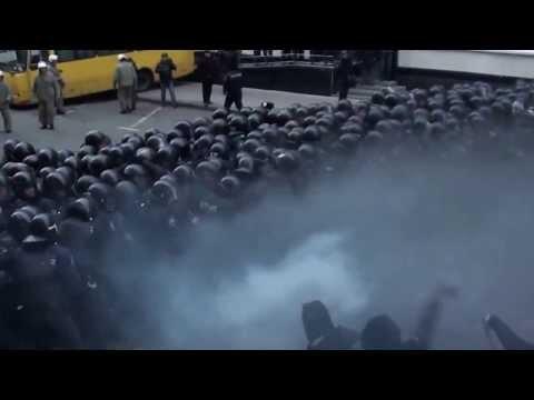 Евромайдан бьет беркут!