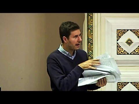 Pernar baca papire: 'Tko ovo od vas čita?'