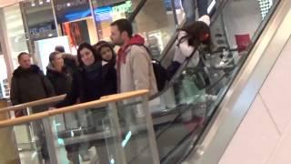 Торговый центр в Германии. Как одеты люди(Видео записано по просьбе девушек,которым интересно посмотреть, какую одежду предпочитают люди в Германии,..., 2015-01-17T13:42:55.000Z)