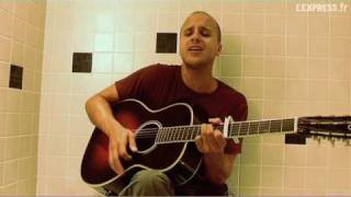Milow joue Ayo Technology dans sa baignoire