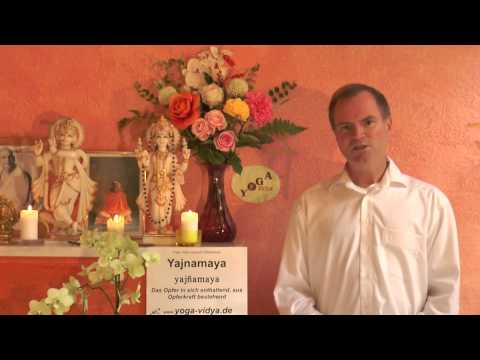Yajnamaya – gemacht aus Opfer- Sanskrit Wörterbuch