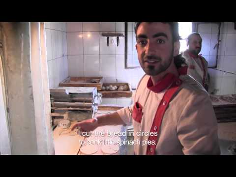 Food Sweet Food in Lebanon : breakfast at the public oven  !
