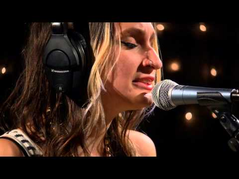 Speedy Ortiz - The Graduates (Live on KEXP)