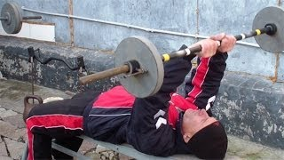Как накачать трицепс(http://atletizm.com.ua/ - сайт об атлетизме, единоборствах и здоровом образе жизни. Чтобы накачать трицепс, можно испол..., 2013-11-09T15:00:42.000Z)