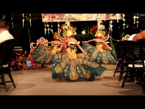 Bali traditional peacock dance