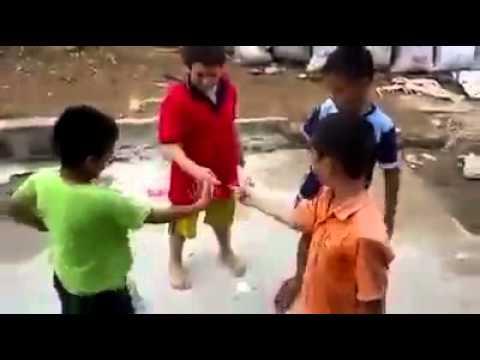 Мальчики долбяться