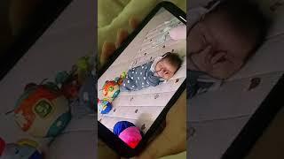 샤오미 베이비캠으로 손 빨며 잠든 아기 지켜보기