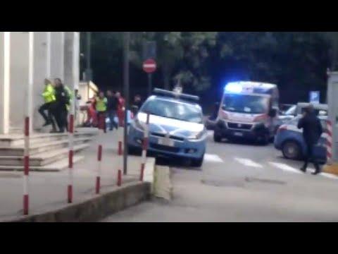 Trieste, spari in Questura: gli istanti successivi all'uccisione dei due agenti