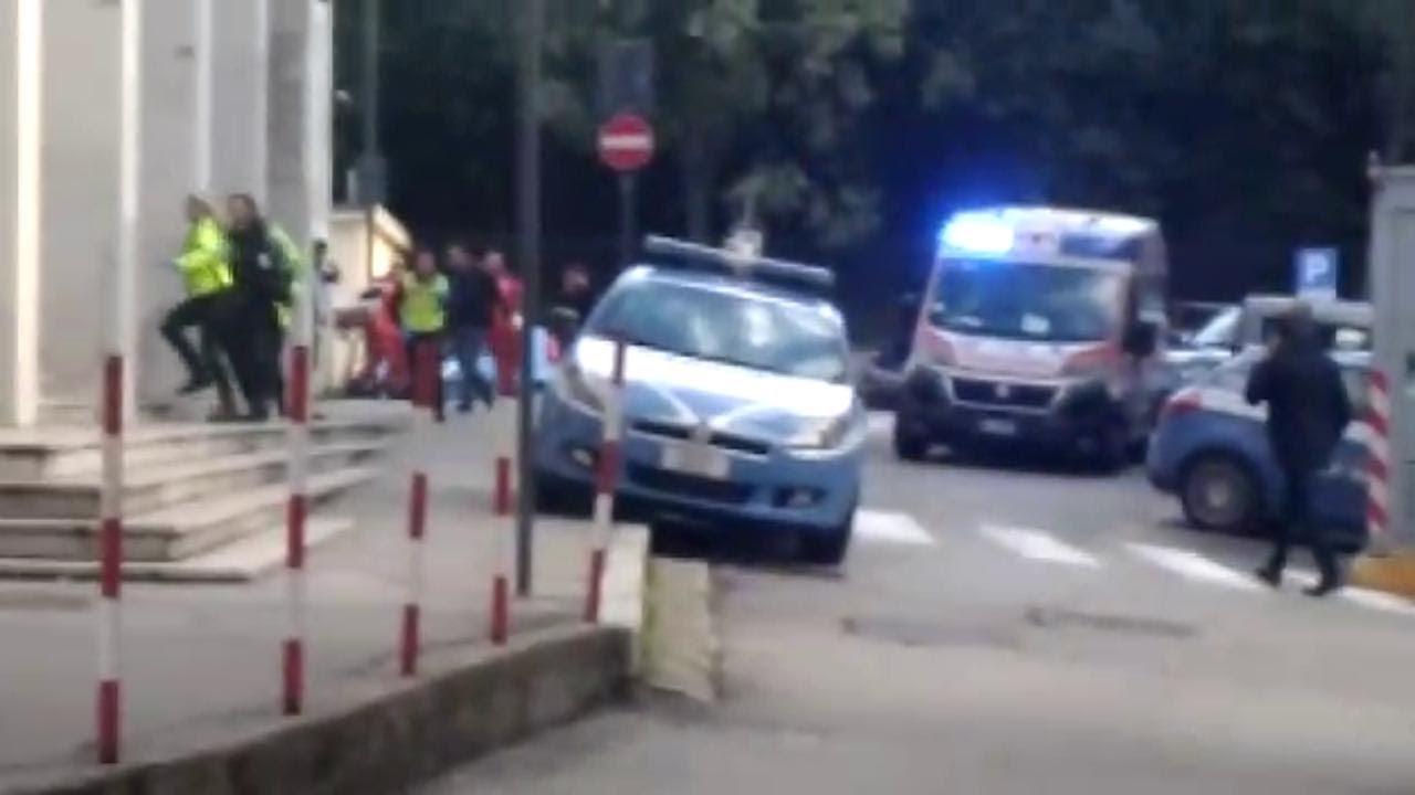 izlaze dva policajca