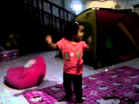 2 Years Old Baby Girl Doing ZUMBA Before Go to Bed