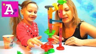 Алиса и мама играем в лабиринт с крутыми виражами от FixPrice на канале vivi lissa