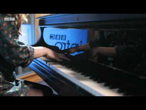 Gabrielle Aplin - Ghosts (BBC Introducing Maida Vale session)
