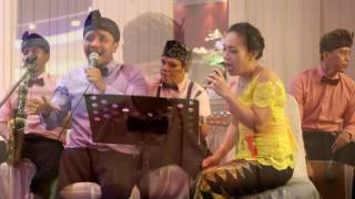 Video Wedding Band Bali-The Friends Band Beautiful in White(cover) download MP3, 3GP, MP4, WEBM, AVI, FLV April 2018