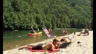 La plage et la piscine camping Le Peyrelade.flv