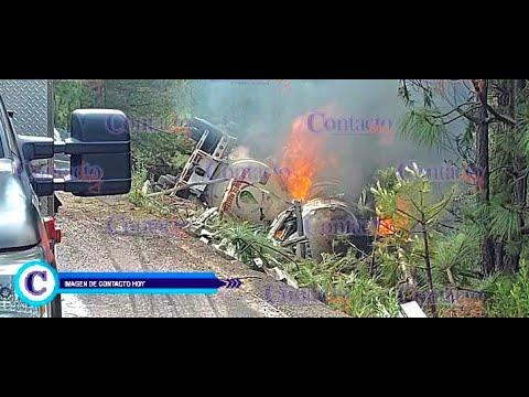 🚨🚨 Vuelca y se incendia pipa con diésel en la Supercarretera; hay un muerto.    #Durango