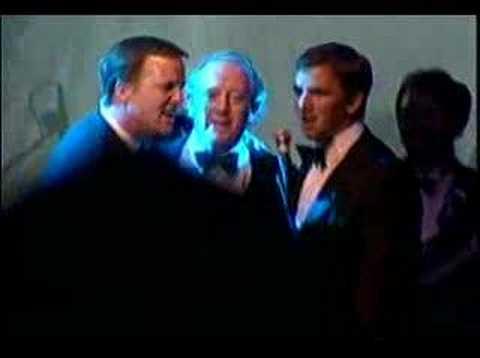 Peyton, Eli and Archie Manning singing karaoke