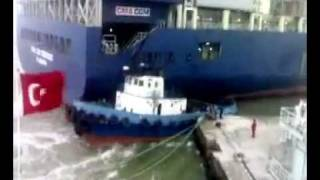 Container Ship Crash  Schiffsunfall