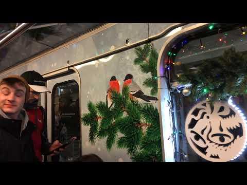 Праздничный украшенный поезд в метро на ТКЛ 2020