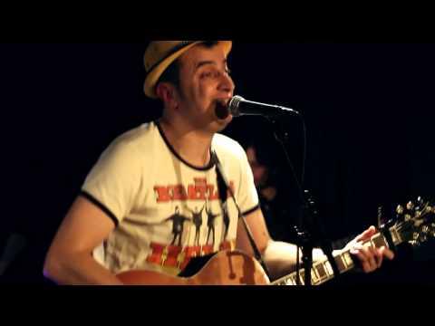 "ADEL ""Trop Tard""  ( LIVE At Paris )"
