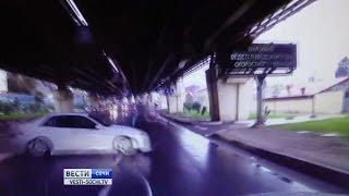 Смертельная авария в Сочи попала в объективы камеры наблюдения и видеорегистратора