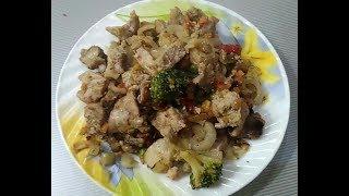 Жаркое из свинины с овощным рагу.
