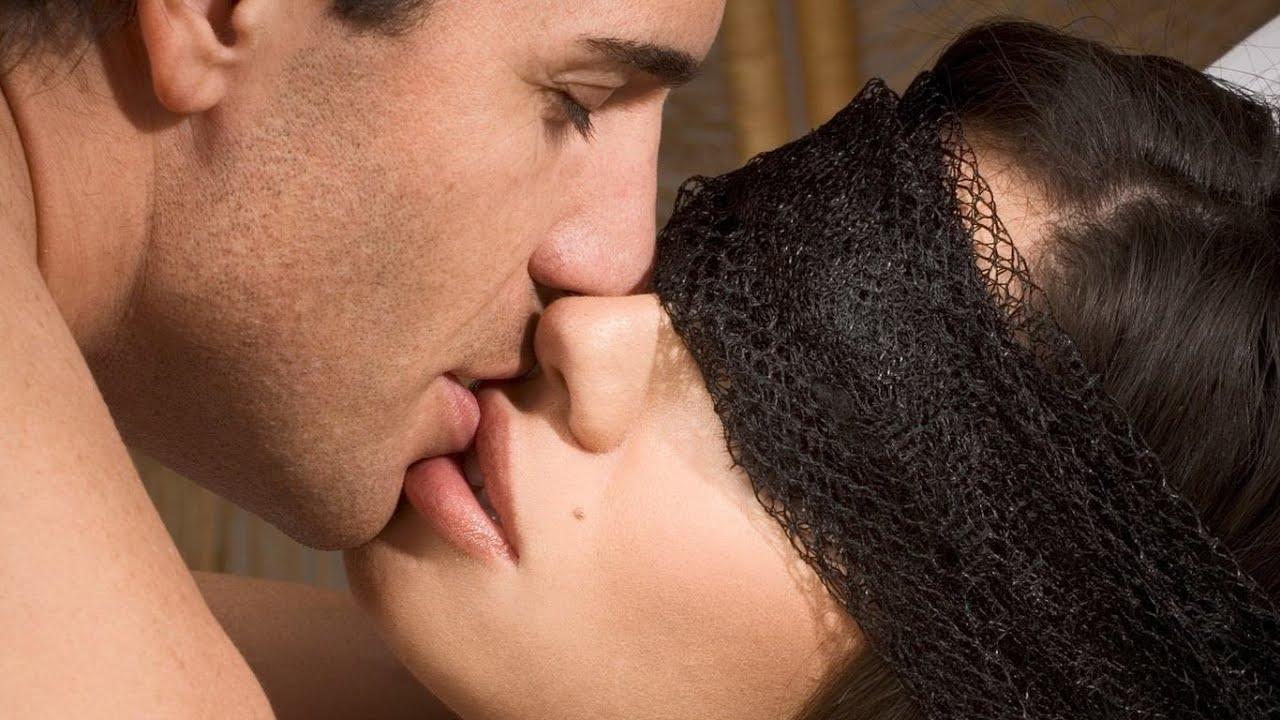 Фото поцелуев сисек, Kiss Sex Фото со стоков и изображения 16 фотография