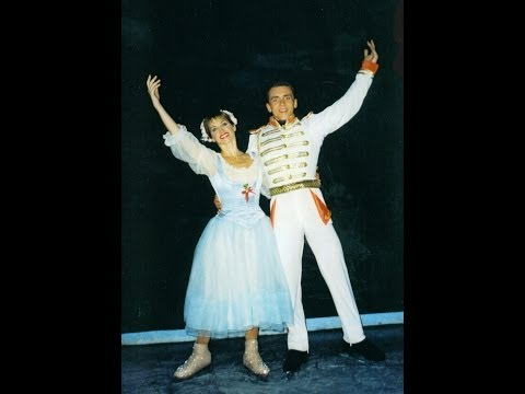 Vadim Shebeco & Dorothy Hamill.  Ice Capades.