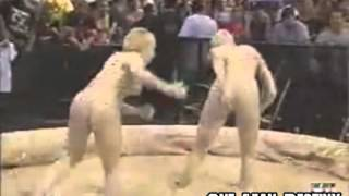 Repeat youtube video WWF Trish Stratus Vs Stacy Keibler Mud Match