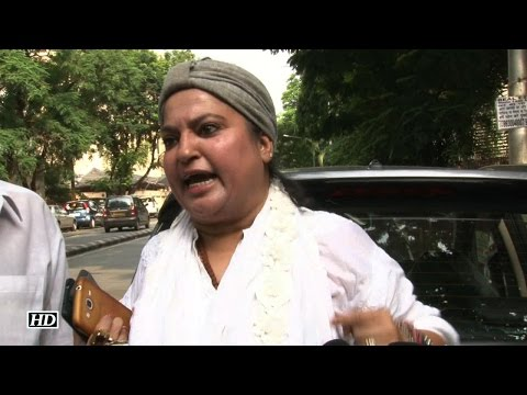 Dolly Bindra BLASTS Indian Producers For Choosing Pakistani Artists
