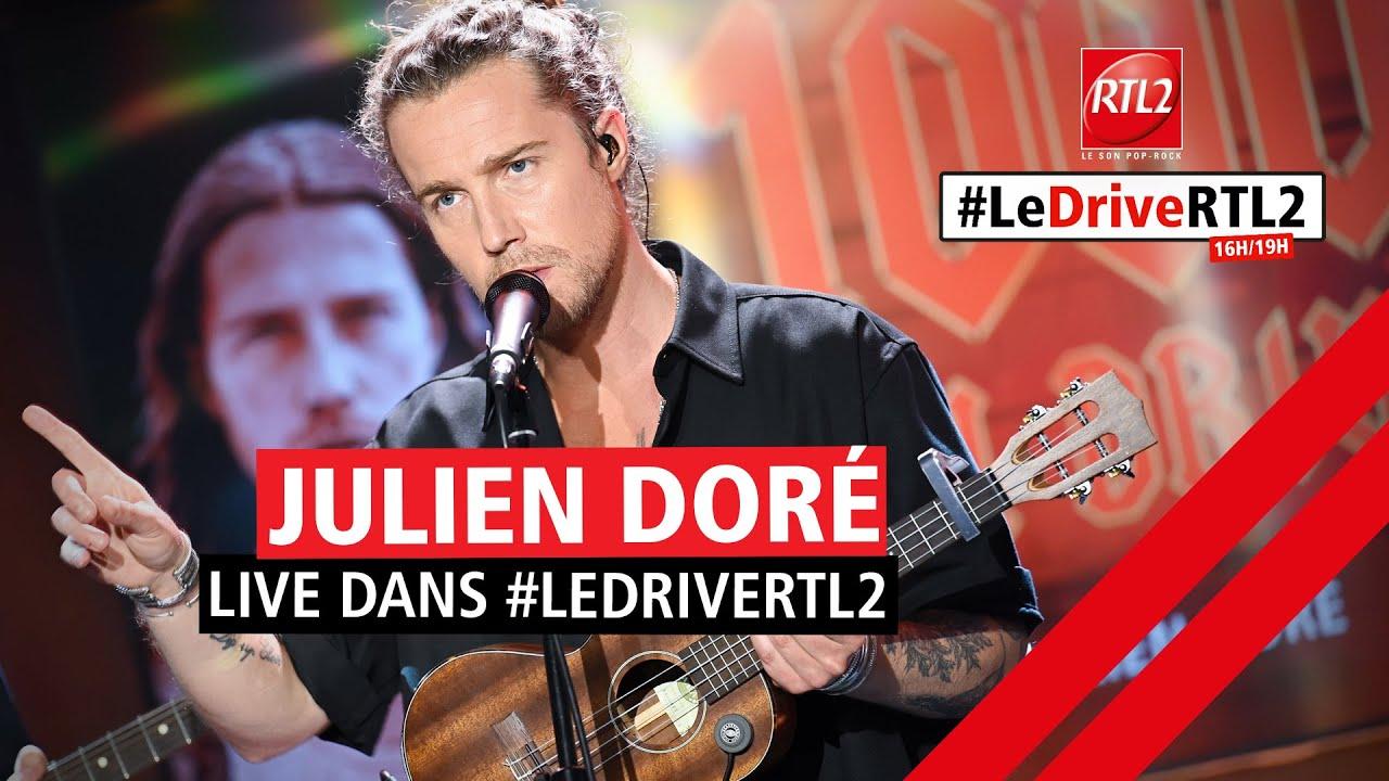 """Julien Doré interprète """"Waf"""" lors de la 1000e du #DriveRTL2 (18/06/21)"""
