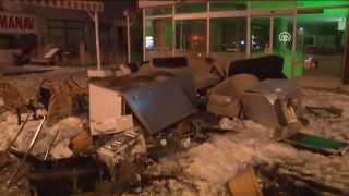 Anadolu Ajansı - Eşi evi terk edince eşyaları balkondan attı