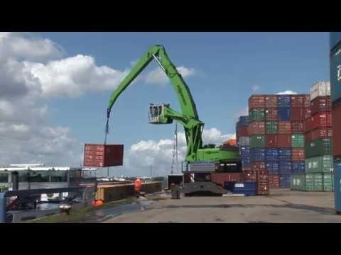 SENNEBOGEN - Port Handling: 860 Mobile Material Handler loading containers in Antwerp, Belgium