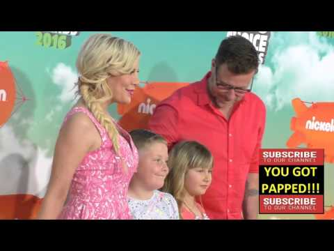 Tori Spelling and Dean McDermott at the 2016 Kids' Choice Awards