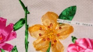 Cómo hacer la flor del cerezo bordada en listón.