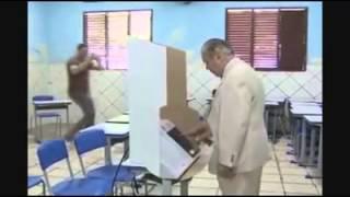"José Sarney - Faz campanha pra Dilma, mas na hora ""H""... Vota 45!"