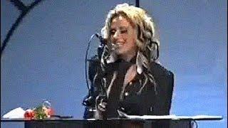 Камелия получава наградата Видеоклип на 2002 за