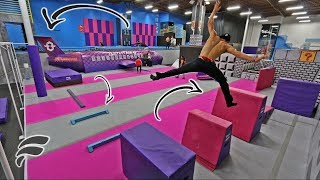 СУПЕР ПОЛОСА ПРЕПЯТСТВИЙ В БАТУТНОМ ПАРКЕ! ПАРКУР SUPER TRAMPOLINE PARK OBSTACLE COURSE