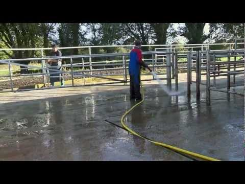 Family farm parlours by DeLaval