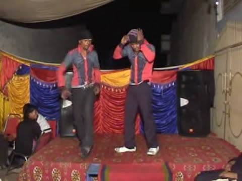 Pakistan Funny Clips - Crazy Chicken Dance